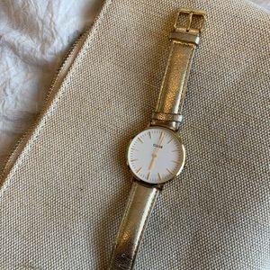 Close women's watch
